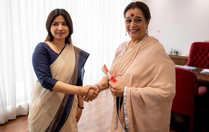LOK SABHA ELECTION 2019: WHY SP IS PITCHING POONAM SINHA AGAINST RAJNATH SINGH IN LUCKNOW | लोकसभा चुनाव 2019: लखनऊ में राजनाथ सिंह के खिलाफ पूनम सिन्हा को उतारने के पीछे क्या कारण है?