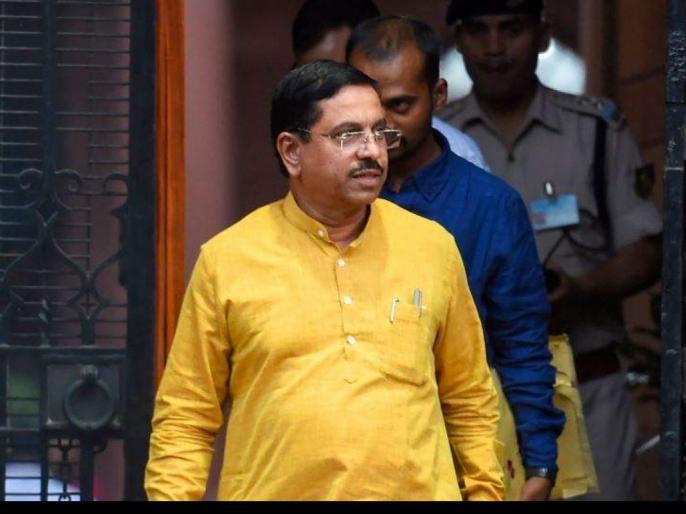 Union Minister Pralhad Joshi tweetstested positive COVID19home quarantine   संसदीय, कोयला और खनन मामलों के केंद्रीय मंत्री प्रह्लाद जोशीकोरोना पॉजिटिव,ट्विटर पर लिखा, पृथक-वास में हूं