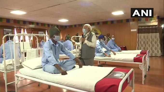 Jammu and Kashmir Galwan Valley Clash Leh Prime Minister Narendra Modi met injured soldiers   Galwan Valley Clash:मैं प्रणाम करता हूं, जन्म देने वाली माताओं कोनमन, पाला-पोसा और देश कोदिया,घायल सैनिक से मिले पीएम मोदी