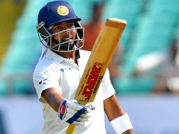 Prithvi Shaw hits six in first over of Hyderabad test vs west Indies, equals Virender Sehwag Feat | Ind vs WI: फिर चमका पृथ्वी शॉ का बल्ला, हैदराबाद टेस्ट में कर ली सहवाग के इस रिकॉर्ड की बराबरी