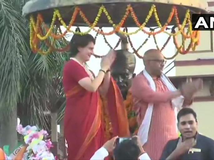 lok sabha election 2019 : priyanka gandhi road show in VARANASI for congress candidate ajay rai | वाराणसी: बीएचयू गेट पर मालवीय प्रतिमा को माला पहना प्रियंका गांधी ने शुरू किया रोड शो, बाबा विश्वनाथ के करेंगी दर्शन