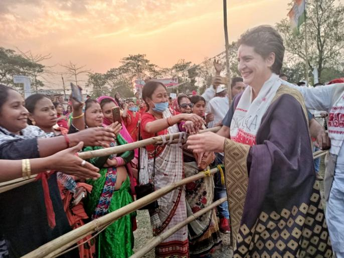 assam election 2021priyankagandhiuttar pradesh g23 women empowerment attack pm narendra modi bjp | पहली बार चुनाव प्रचार के लिएउत्तर प्रदेश के बाहर निकलींप्रियंका गांधी वाड्रा, असम पहुंच भाजपा पर हमला