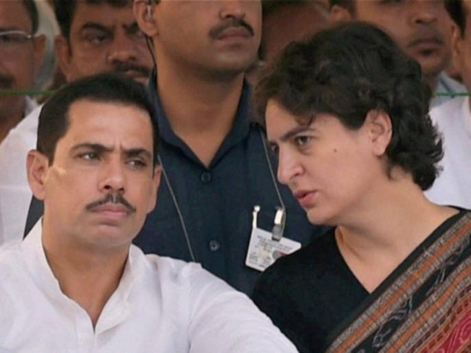 Robert Vadra mother Maureen arrive at ED office in Jaipur for questioning in connection with Bikaner land case probe Priyanka Gandhi Vadra also with them | बीकानेर जमीन मामला: रॉबर्ट वाड्रा से ED की पूछताछ शुरू, बाहर लग रहे हैं प्रियंका जिंदाबाद और चौकीदार चोर है के नारे