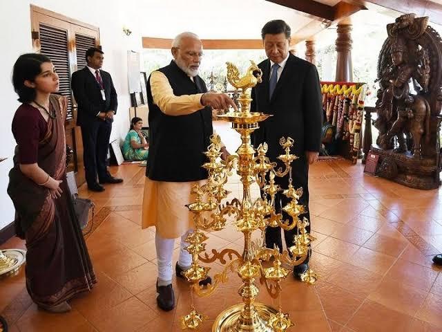IFS officer Priyanka sahani seen with PM Modi and chinies President Xi Jinping, know about women officer | PM मोदी और राष्ट्रपति जिनपिंग के साथ दो दिन तक हर जगह दिखीं ये महिला IFS अफसर, युवा महिला अफसर के बारे में जानें सबकुछ