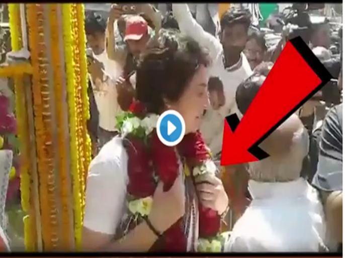 Congress General Secretary for Uttar Pradesh (East) Priyanka Gandhi Vadra paid tribute to Lal Bahadur Shastri in Varanasi | VIDEO: प्रियंका ने गले से उतार लाल बहादुर शास्त्री की प्रतिमा पर चढ़ाई माला, स्मृति ईरानी ने बताया अपमान