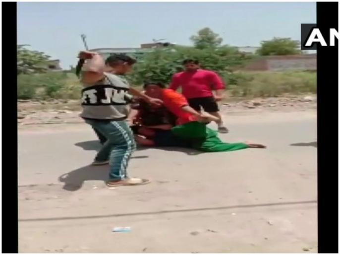 Congress leader's brother beaten by woman of Suram, 6 arrested | पंजाब: कांग्रेस नेता के भाई ने सरेआम की महिला की पिटाई, 6 गिरफ्तार