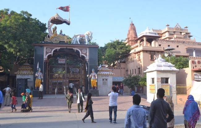 Sri Krishna's birthplace of Mathura hearing September 30 security temple Idgah campus | मथुरा के श्रीकृष्ण जन्मस्थानःसुनवाई 30 सितंबर को,मंदिर ईदगाह परिसर की सुरक्षा और कड़ी,सभी दर्शनार्थियों पर नजर