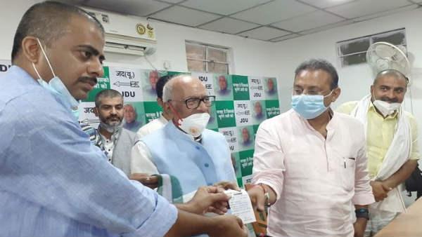 Bihar assembly elections 2020former Union Minister Raghavansh Prasad Singh sonSatyaprakash jdu rjd | Bihar Elections 2020:पूर्व केंद्रीय मंत्री रघवुंश प्रसाद सिंह के पुत्र सत्यप्रकाश JDU में, सीएम बोले- स्वागत है...