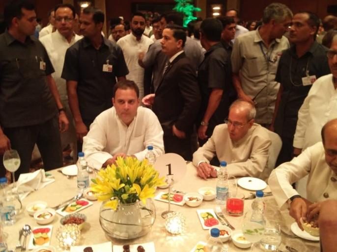 Congress President Rahul Gandhi hosts Iftar for Congress persons and opposition leaders | कांग्रेस अध्यक्ष राहुल गांधी की इफ्तार पार्टी में पहुंचे प्रणब मुखर्जी, दिखा विपक्षी एकता का जमावड़ा