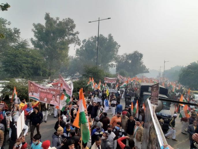 Rahul gandhi congress protest pm narendra modi kisan andolan farmers protest government | सड़क पर उतरे राहुल और प्रियंका गांधी, सरकार पर बोला हमला, कहा-कृषि कानूनों को वापस लिए जाने तक कांग्रेस पीछे नहीं हटेगी