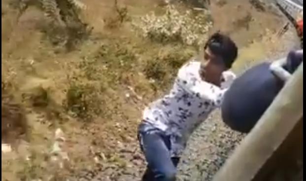 railway ministry piyush goyal tweet about accident stunt video | चलती ट्रेन से उतर रहा था युवक, बाल-बाल बची जान, रेल मंत्रालय का ट्वीट-हर बार किस्मत इनके साथ नहीं होगी
