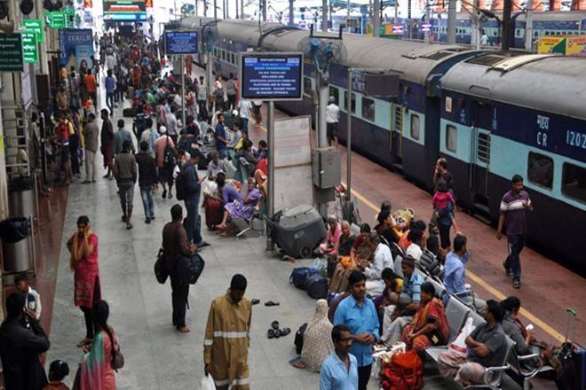 indian railwayon demand movies videostrains march 2021 railtelknow full details | ट्रेन में सफर और शानदार,कंटेंट ऑन डिमांड सेवा इस माह से शुरू, देख सकेंगे फिल्म और वीडियो,जानिएऔर सुविधाएं
