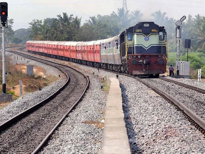 Railway Board Chairman Sunit Sharma said - no state asked to stop operating trains covid cornavirus | रेलवे बोर्ड के अध्यक्ष सुनीत शर्मा बोले-किसी राज्य ने ट्रेनों का संचालन बंद करने को नहीं कहा, जानें मामला