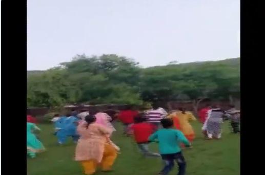 Rajasthan:Clash erupted between two groups during an ongoing session at RSS shakha in Bundi   राजस्थान: RSS की सभा के दौरान दो गुटों में झड़प, पार्क में संघ और मुस्लिम समुदाय का चल रहा था कार्यक्रम