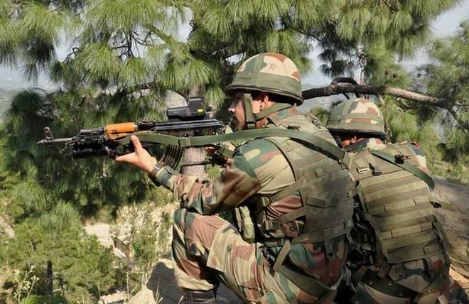 Pakistan resorts to ceasefire violation in J&K's Poonch district | जम्मू-कश्मीर: पाक की गोलीबारी में सेना का एक जवान शहीद, चार घायल