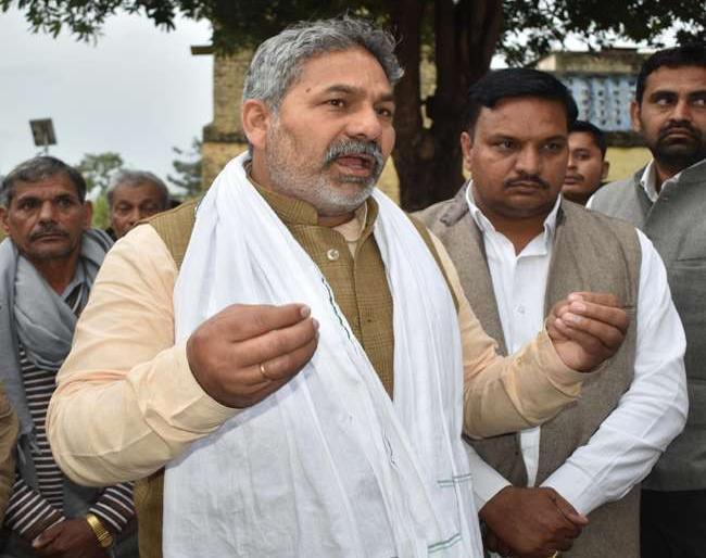Rakesh Tikait said, in order to save land and farming, you have to fight against the robbers | राकेश टिकैत बोले, जमीन व किसानी बचाने के लिए लुटेरों के खिलाफ लड़ाई लड़नीही होगी