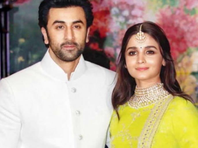 Ranbir Kapoor and Alia Bhatt's dinner date picture with Neetu Kapoor is too cute to be missed | रणबीर कपूर और मां नीतू के साथ डिनर डेट पर निकलीं आलिया भट्ट, ये फोटो हो रही है वायरल