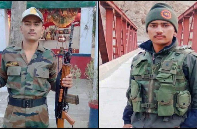 Two-month-old daughter offered prayers to martyr father, funeral of Ranjit Singh Salaria with military honor, daughter's face not seen   दो महीने की बेटी ने शहीद पिता को दी मुखाग्नि,रणजीत सिंह सलारियाका सैन्य सम्मान से अंतिम संस्कार, पुत्री का मुंह नहीं देखा