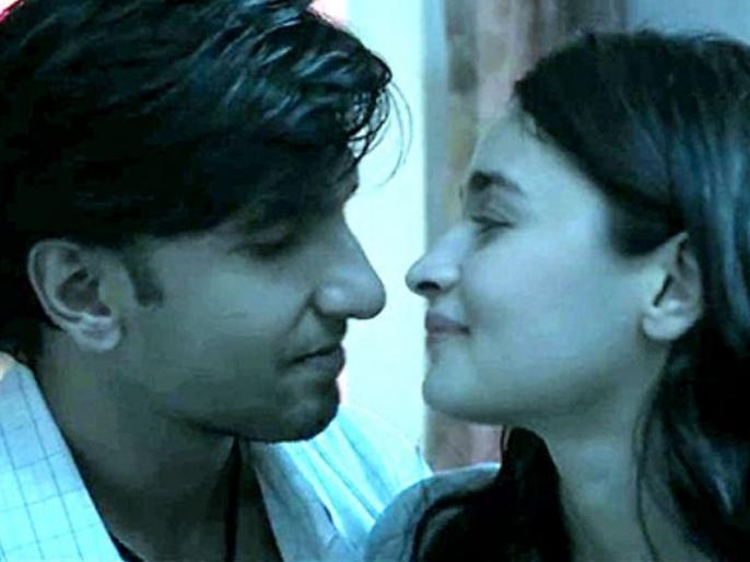 ranveer singh alia bhatt movie gully boy kissing scene cut by cbfc scissors | 'गली बॉय' में आलिया और रणवीर सिंह के किसिंग सीन पर सेंसर बोर्ड ने चलाई कैंची, कई शब्दों को भी हटाया