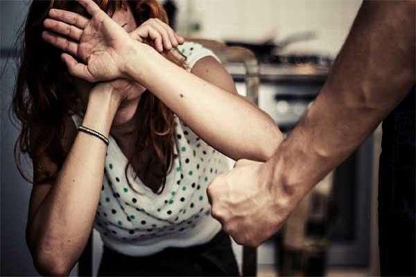 Punjab: Woman gangraped by 10 peoples twice in same night, drug addict | पंजाबः ड्रग्स का लालच देकर युवती को बर्थडे पार्टी में बुलाया, एक रात में 10 लोगों ने किया 2 बार गैंगरेप!