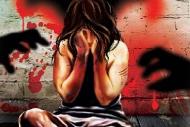 Bihar patna rape shameful Muzaffarpur Gang rape with 15-year-old girl, police arrested one search for other | मुजफ्फरपुरः15 वर्षीया लड़की के साथ गैंगरेप, पुलिस ने एक को किया गिरफ्तार, दूसरे की तलाश जारी,बेहोश हुई तो छोड़कर भागे