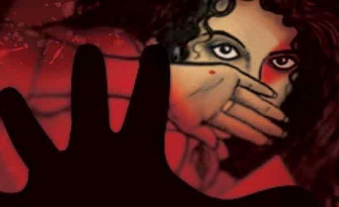 MP shopkeeper rapes 13-year-old girl, murders her with wife's | मध्य प्रदेश: दुकानदार ने अपनी पत्नी की मौजूदगी में 13 वर्षीय बच्ची का किया रेप, फिर दोनों ने मिलकर कर दी हत्या