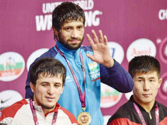 Asian Wrestling Championships: Ravi Dahiya wins gold, Bajrang Punia settles for silver medal | एशियाई कुश्ती चैंपियनशिप: रवि दहिया को गोल्ड, बजरंग पूनिया को करना पड़ा सिल्वर से संतोष