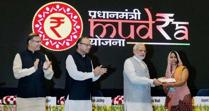 Modi Government ambitious scheme Mudra loan has set a new record of NPA | मोदी सरकार को लगा बड़ा झटका, मुद्रा योजना में रिकॉर्ड स्तर पर पहुंचा NPA
