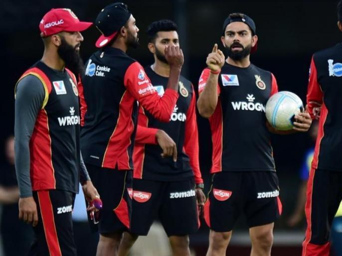IPL 2020, Royal Challengers Bangalore vs Delhi Capitals: Virat Kohli forgets no saliva rule   IPL 2020, RCB vs DC: विराट कोहली से हुई बड़ी चूक, भूल गए ये बड़ा नियम, देखें वीडियो