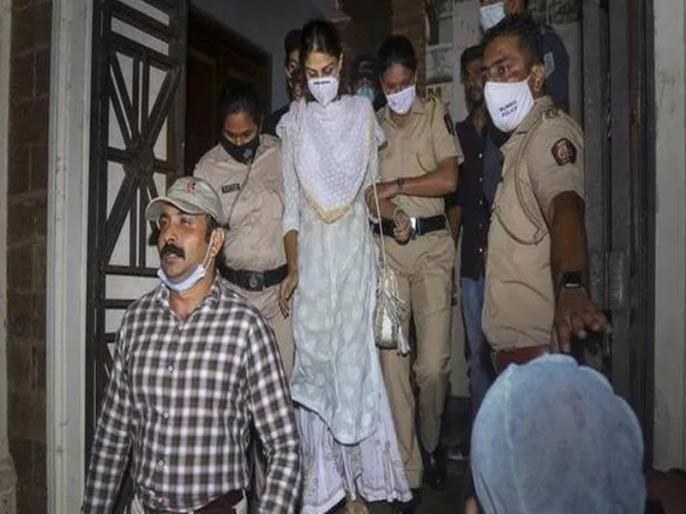Bihar DGP said Rheais totally exposed in the sense that she had connection with drug peddlers | रिया चक्रवर्ती की गिरफ्तारी पर बिहार के DGP बोले- यह इंसाफ की तरफ पहला कदम, ड्रग्स माफिया के साथ था एक्ट्रेस का कनेक्शन