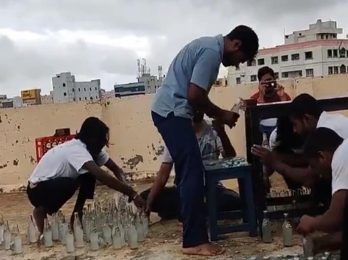 Nellore man bags world record title for removing 68 bottle caps in a minute with head   VIDEO: महज एक मिनट के अंदर ही सिर से 68 कोल्ड ड्रिंक बोतलें खोलकर इस शख्स ने रचा इतिहास, तोड़ा पाकिस्तान का रिकॉर्ड