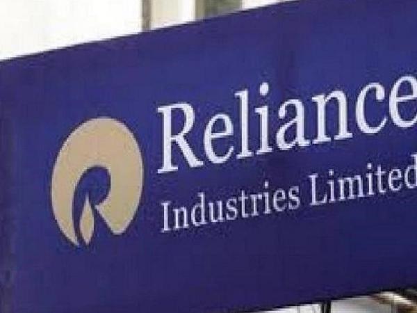 Reliance Industries Limited offers Rs 1.11 crore to Tirumala shrine | रिलायंस इंडस्ट्रीज ने तिरुमाला मंदिर को चढ़ाए 1.10 करोड़ रुपये, धन का इस्तेमाल नि:शुल्क भोजन योजना में करने का किया निवेदन
