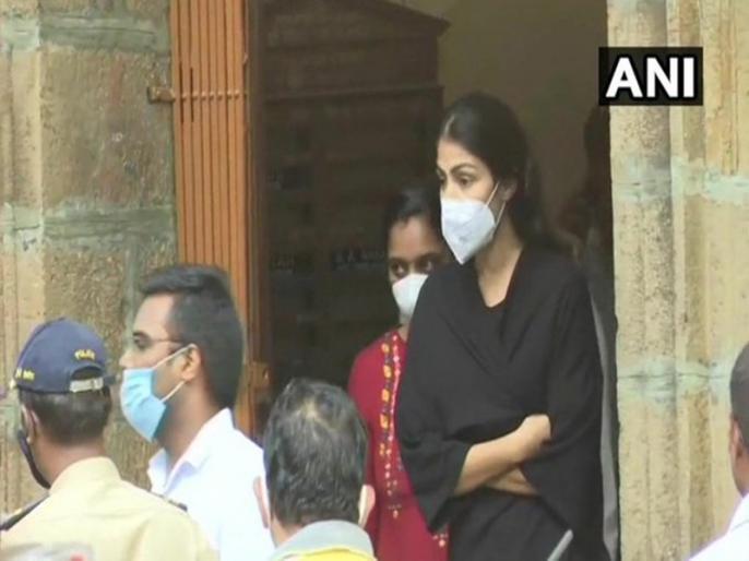 rhea chakraborty arrested ncb drug | सुशांत केस: रिया चक्रवर्ती को NCB ने किया गिरफ्तार, शाम को होगा मेडिकल टेस्ट