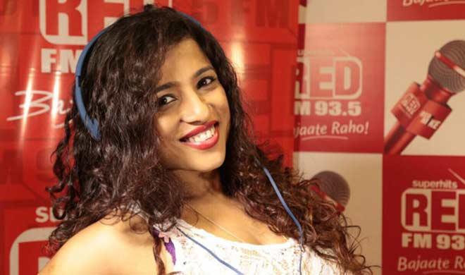 Red FM RJ Malishka is back with new parody on BMC Mumbai rains | आरजे मलिष्का ने गाने के जरिए फिर खोली BMC की पोल, झिंगाट गाने को लेकर बनाया नया पैरोडी