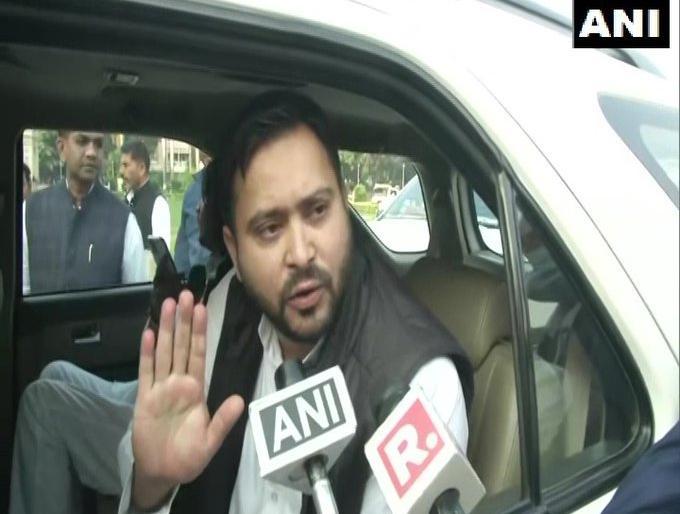 Bihar Legislative AssemblyTejashwi Yadav protest cm nitish kumar provide19 lakh jobs first month government | बिहार विधानसभाःतेजस्वी यादव बोले- एक महीने के अंदर 19 लाख बेरोजगारों को रोजगार नहीं तो सड़क पर जन आंदोलन