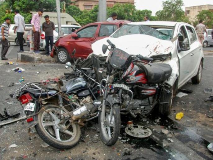 Cashless treatment scheme soon for road accident victims with Rs 2.5 lakh cap per case   सड़क दुर्घटना पीड़ितों को कैशलेश इलाज देने की योजना बना रही है सरकार, 2.5 लाख रुपये होगी सीमा