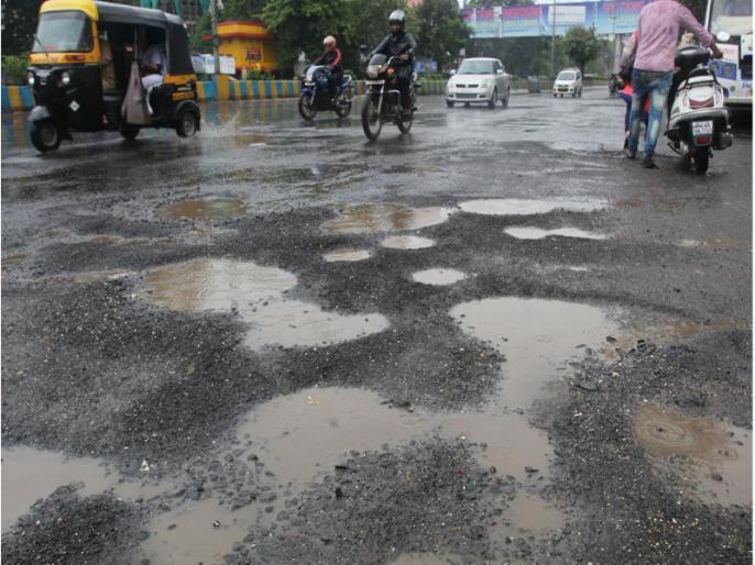 Uttar pradesh azamgarh road accident three people dead two injured police investigation | Uttar pradesh: तेज रफ्तार कार सड़क किनारे खड़े डीसीएम ट्रक से टकराई,दो छात्रों सहित तीन लोगों की मौत, दो घायल