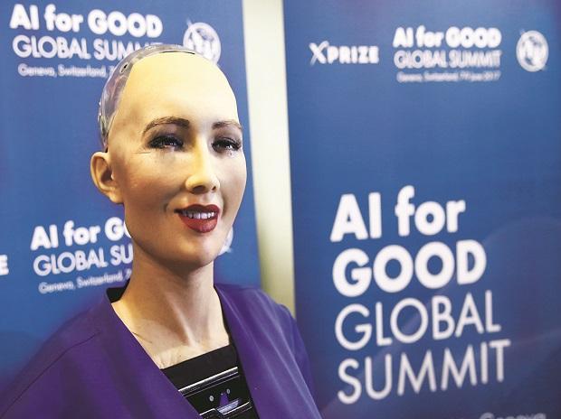 World's first robot citizen Sophia to deliver talk at IIT-BHU on Friday   बीएचयू आईआईटी में जन्मदिन का केक काट सकती है सोशल ह्यूमनॉइड रोबोट सोफिया
