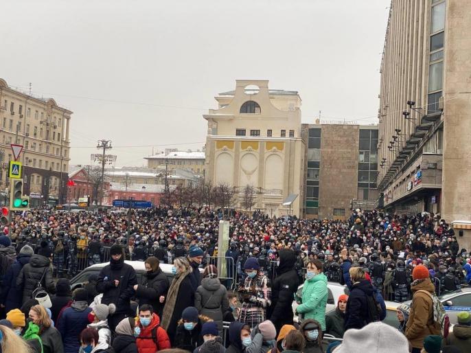 Russian protests against jailing of Kremlin foe Alexei Navalny, watch video | वीडियो: रूस में राष्ट्रपति पुतिन के खिलाफ सड़क पर उतरे लाखों लोग, हजारों गिरफ्तार, जानें क्या है मामला