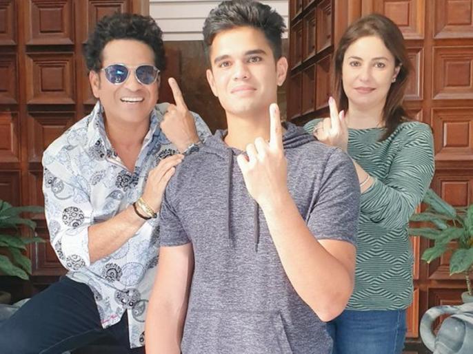 maharashtra election: Sachin Tendulkar, wife Anjali and their son Arjun cast their vote in Mumbai | पत्नी अंजली और बेटे अर्जुन के साथ वोट डालने पहुंचे सचिन तेंदुलकर, लोगों से की ये खास अपील