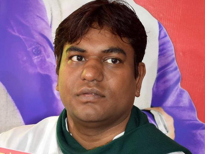 Bihar Minister Mukesh Sahnisent his brother instead government programme CM Nitish also shocked patna   बिहारःपशु औरमत्स्य मंत्री मुकेश सहनी ने भाई से कराया योजना का उद्घाटन, जमकर हंगामा, सीएम नीतीश भीरह गएभौंचक्के