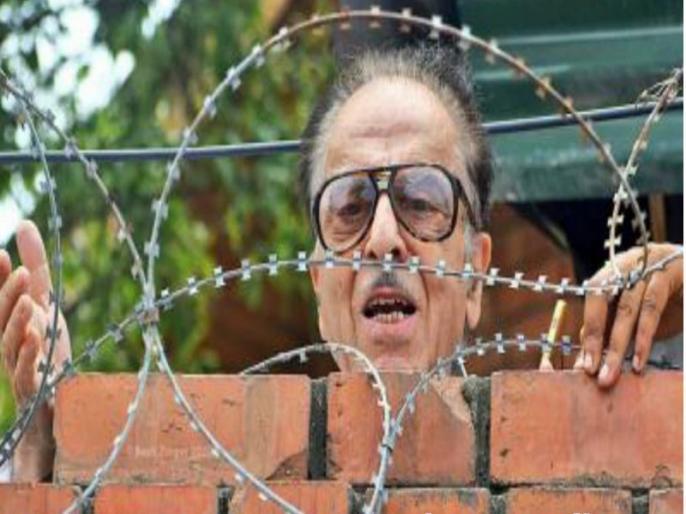 By treating Saifuddin Soz as a prisoner, the BJP government is crushing democracy, says Priyanka Gandhi   सैफुद्दीन सोज की नजरबंदी पर बोलीं प्रियंका गांधी, कहा- उनके साथ कैदी जैसा व्यवहार कर रही है बीजेपी