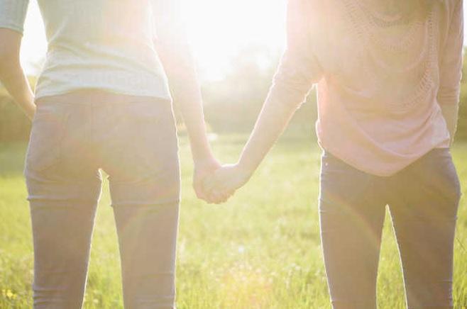 Ghaziabad: 2 Woman did Same-sex marriage then seek police protection | गाजियाबाद में दो समलैंगिक लड़कियों ने शादी कर पुलिस से मांगी सुरक्षा, थाने पहुंचकर बोली- परिवारवाले जान के पीछे पड़े हैं