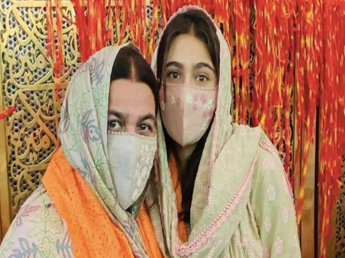 Sara Ali Khan And Mom Amrita Singh Twinning In Green Visit Ajmer Sharif Dargah | मम्मी अमृता सिंह संग अजमेर शरीफ दरगाह पहुंचीं सारा अली खान, तस्वीर शेयर कर कही दिल छू लेने वाली बात