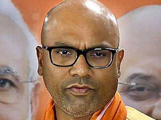 Dharmapuri Arvind, BJP MP, Nizamabad while talking to Nizamabad Police Commissioner over phone: Owaisi chala raha hai kya aapka Dept? Telangana se BJP nikal dein kya? Aap jaisa bole BJP vaisa nahi chalega. Raja Singh ko aap kaise rok sakte hain campaignin | Video: BJP सांसद अरविंद धर्मपुरी ने निजामाबाद पुलिस कमिश्नर से कहा- ओवैसी आपका डिपार्टमेंट चला रहा है क्या!