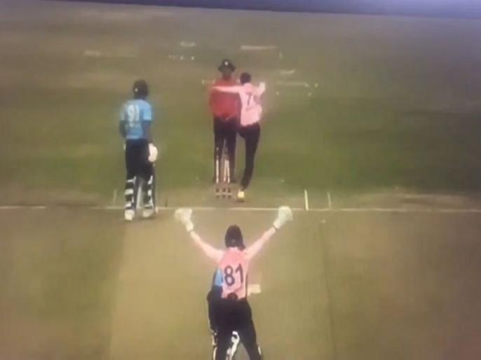Shakib Al Hasan kicks stumps in anger after umpire turns down appeal against Mushfiqur Rahim   बल्लेबाज को दिया नॉट आउट तो गुस्से से आग-बबूले हो गए शाकिब अल हसन, बीच मैदान अंपायर को मारने दौड़े और फिर..