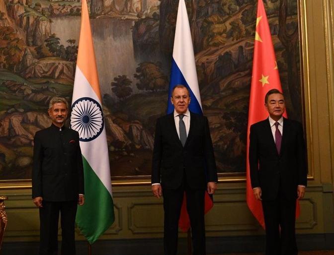 Shanghai Cooperation Organization Trilateral talks in Moscow, Foreign Ministers of Russia, India and China meet, talks on many issues | शंघाई सहयोग संगठनःमास्को में त्रिपक्षीय वार्ता,रूस, भारत और चीन के विदेश मंत्रियों ने की मुलाकात, कई मुद्दों पर बातचीत