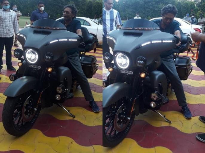 Chief Justice SA Bobde spotted sitting on Harley Davidson in Nagpur photos go viral | हार्ले डेविडकन बाइक पर नजर आए CJI एस ए बोबडे, सोशल मीडिया पर हलचल