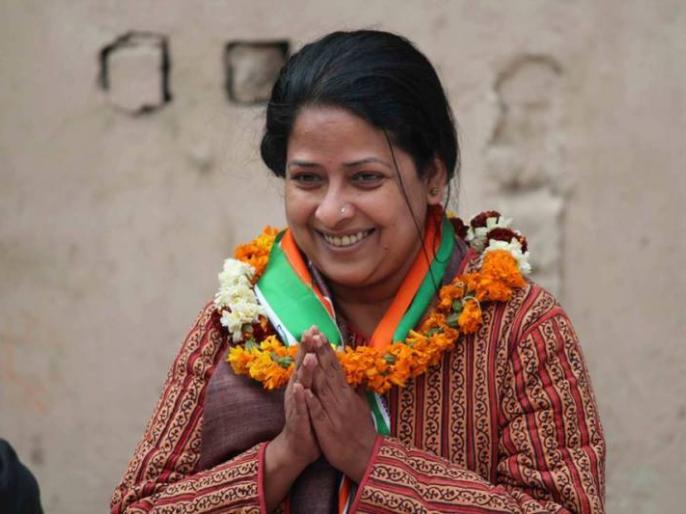Sharmistha Mukherjee has resigned from her post as Communication head of Delhi Congress | चुनाव से पहले कांग्रेस को झटका, पूर्व राष्ट्रपति प्रणब मुखर्जी की बेटी शर्मिष्ठा ने अपने पद से दिया इस्तीफा
