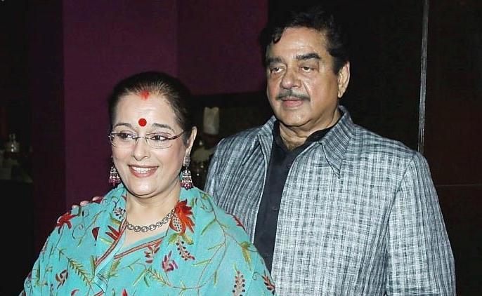 POONAM SINHA WILL FIGHT FROM LUCKNOW AGAINST RAJNATH SINGH | राजनाथ सिंह के खिलाफ चुनाव लड़ सकती हैं शत्रुघ्न सिन्हा की पत्नी, एसपी से मिल सकता है टिकट